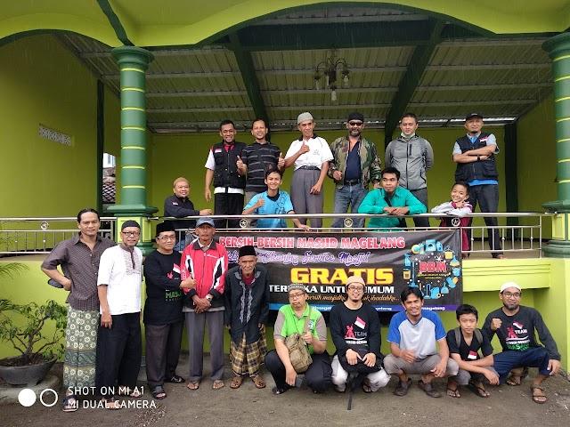 Kegiatan Bersih-bersih Masjid Darussalam Soka, Sewukan, Kecamatan Dukun, Kabupaten Magelang