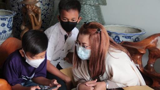 Puan Maharani Serahkan Bantuan Untuk Tiga Anak Yatim Piatu Karena Covid19 di Sragen, Termasuk Vino