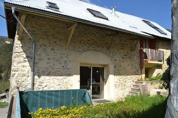maison à Auzet (04)