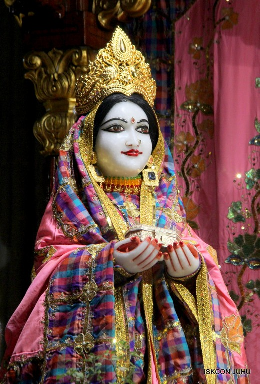 ISKCON Juhu Mangala Deity Darshan 09 April 2016 (46)