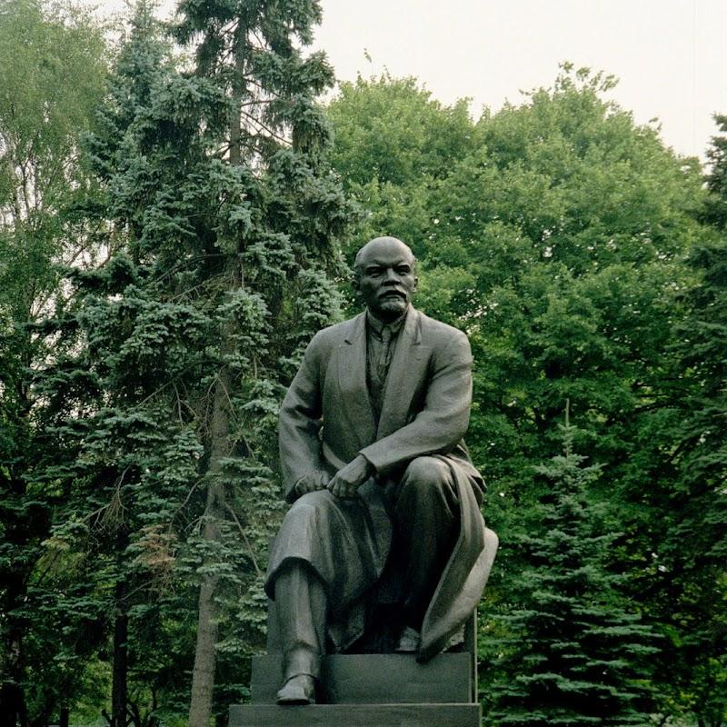 Moscow_07 Kremlin Lenin.jpg