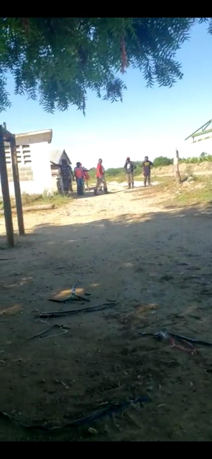 Montecristi: Haitianos indocumentados entrenan por trulla.