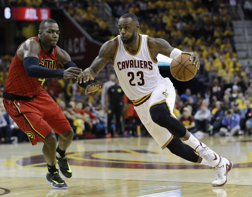 Lebron James Different Colored Shoes