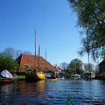 197-We varen door het mooie plaatsje Heeg...