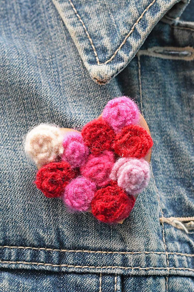 How to Make a Brooch from old Sweaters!