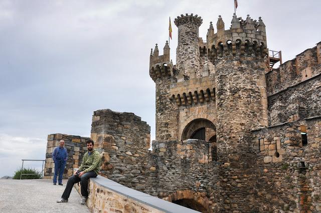 Castillo-templario-de-Ponferrada-Leon---Los-apuntes-del-viajero.jpg