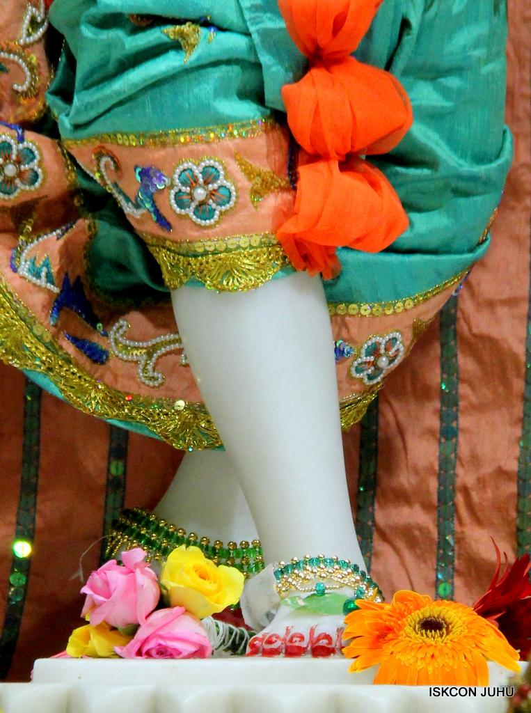 ISKCON Juhu Sringar Deity Darshan on 21st Oct 2016 (47)