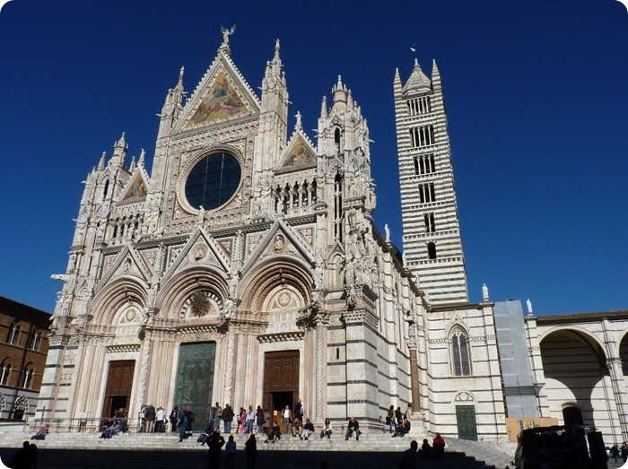 Siena-The_facade_of_the_Cathedral_40[1]
