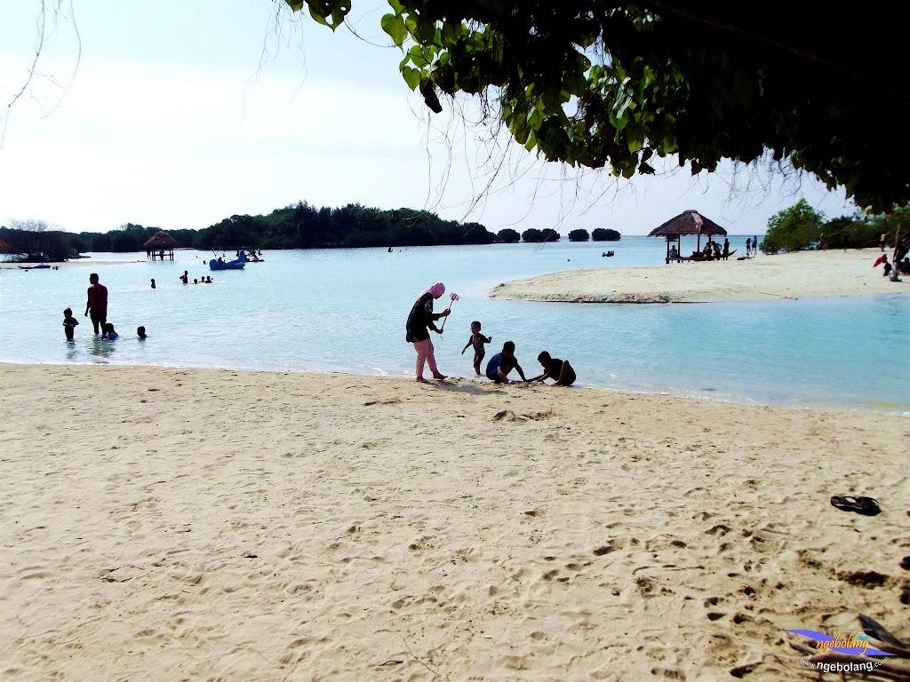 family trip pulau pari 090716 Fuji 093