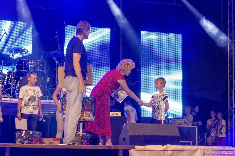 2015-08-29 - zdjecia konkursowiczow na imprezie z okazji zakonczenia lata w Myslecinku Gwiazdy muzyki polskie i zagraniczne