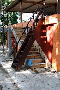 Nova escada para a casa monástica