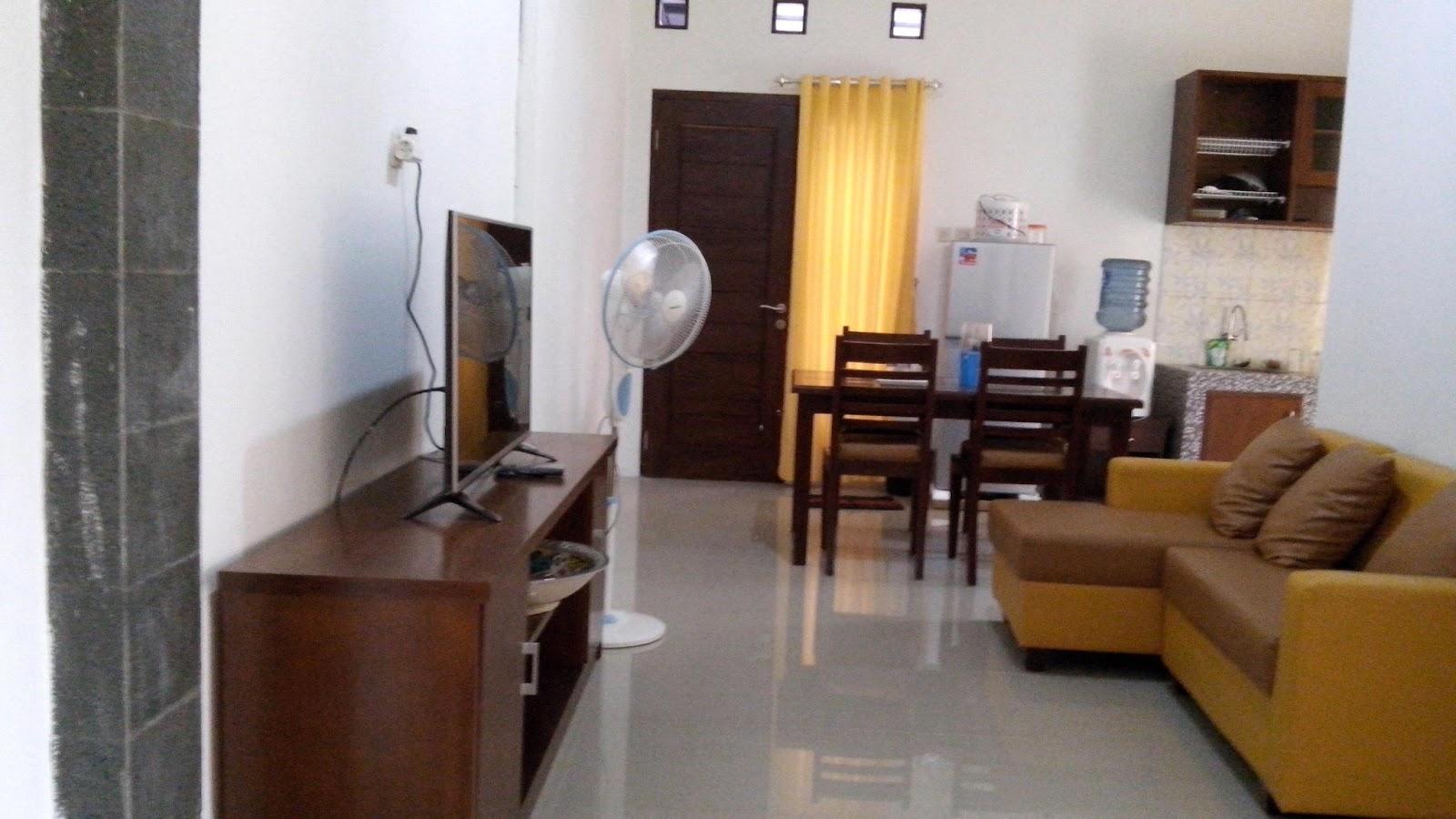 3 Kamar Tidur Dengan AC 2 Mandi Salah Satu Dalam TV Di Ruang Keluarga Meja Makan Dapur Perlatan Masak Lengkap Rice Cooker
