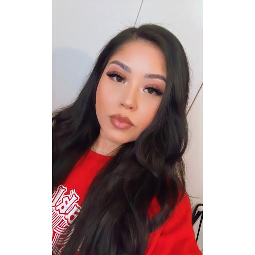 Claudia Aguinaga Photo 9