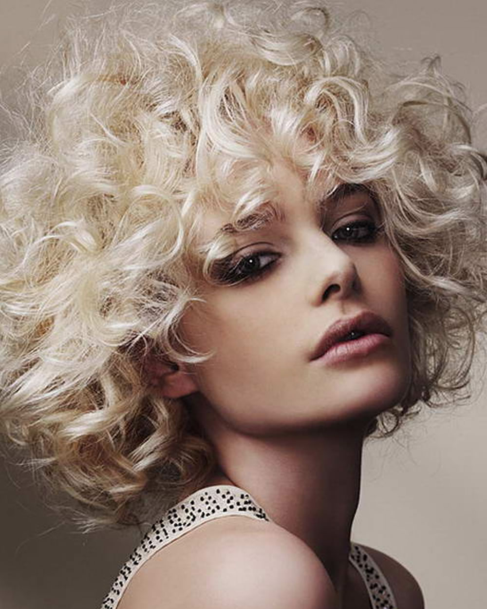 Let,s try trendy curly bob haircuts 2019 for girls 7