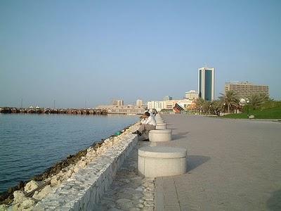 Bahrain - Manama waterfront  (photo-battutabahrain.blogspot.com)