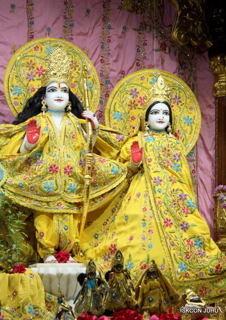 ISKCON Juhu Mangla Deity Darshan 22  Nov 2016 (43)