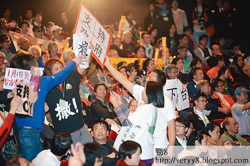 愛港力成員上週四出席施政報告諮詢會,與民主派人士對罵,情緒異常激動。