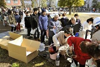 Japan citizen queue up to get recieve emergency supplied