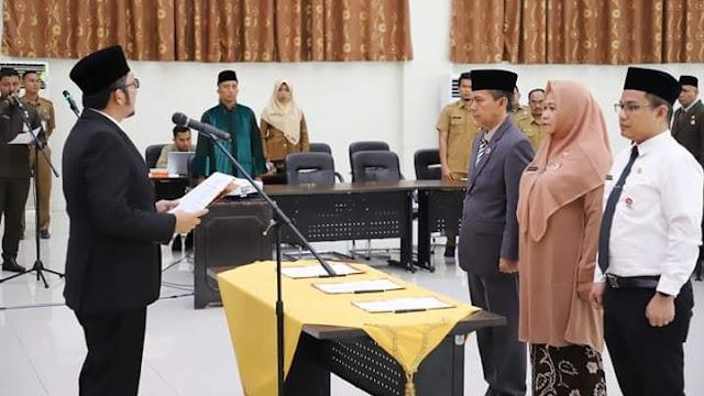 Pelantikan dan pengukuhan itu dilakukan langsung oleh Wakil Wali Kota Padang Hendri Septa