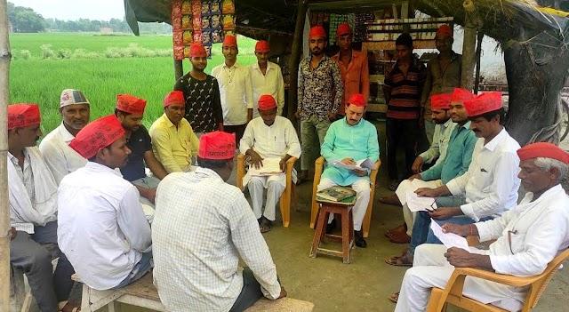 सपा नेता अजय त्रिपाठी ने कार्यकर्ताओं के साथ की बैठक