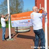 OBCP poetst verzetstrijdersmonument schoon in kader NLdoet - Foto's Abel van der Veen