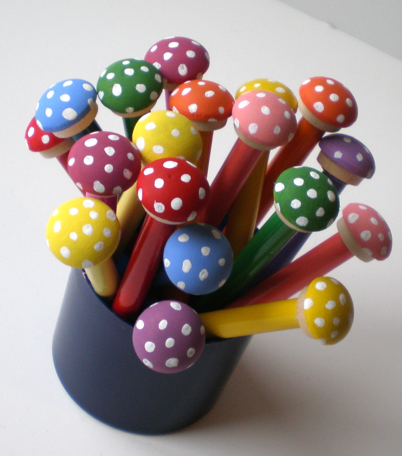 Tutorials crafts projects kids children handmade do it yourself do it yourself toadstool pencils solutioingenieria Image collections