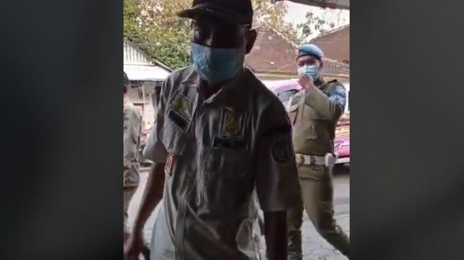 Dibully Warganet karena Video Viral, Satpol PP 'Tambal Ban Online' Dapat Penghargaan