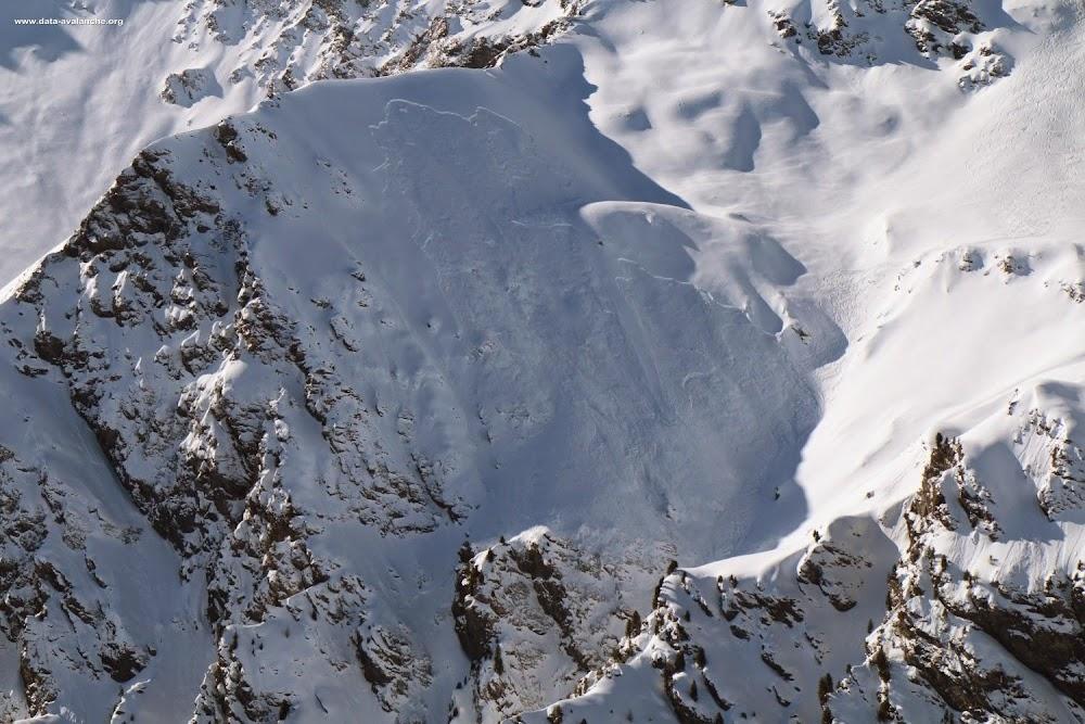Avalanche Haute vallée de la Susa, secteur Cesana Torinese, ravin Terre Nere - Photo 1