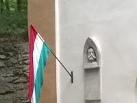 05 - Dessewffy Arisztid sírboltjánál kikerült a magyar zászló is.jpg