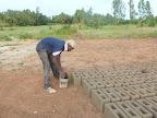 Preparazione dei blocchetti di cemento ...