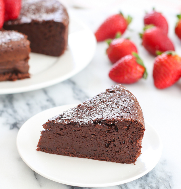 Très 3 Ingredient Flourless Chocolate Cake - Kirbie's Cravings IO38