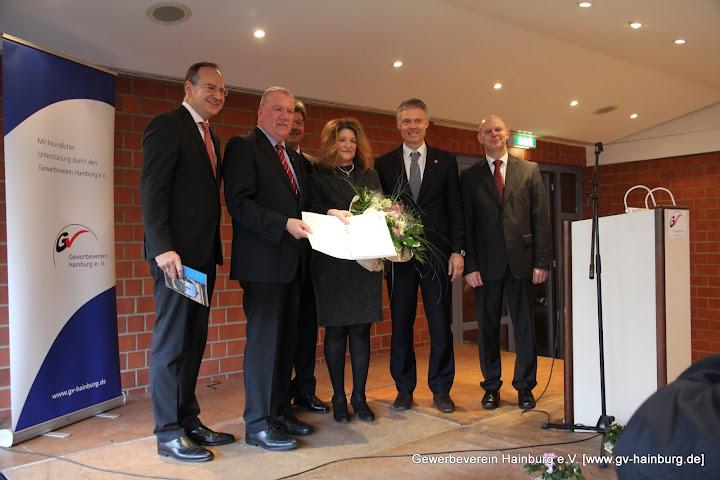 Verleihung des Landesehrenbriefes an Renate Kins vom Gewerbeverein Hainburg e.V. | Foto: Tobias Kemmerer