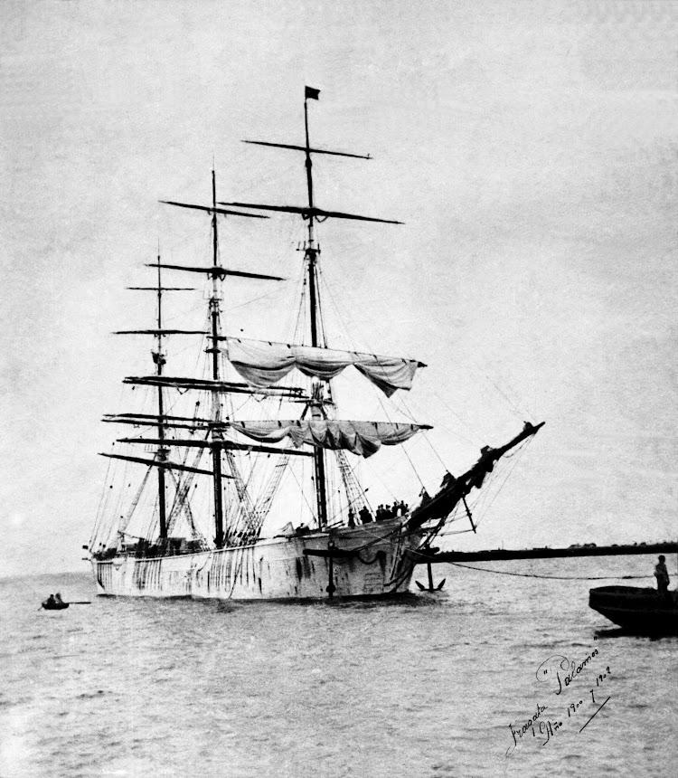 La fragata PALAMOS entrando en Barcelona. Ca. 1902.jpg