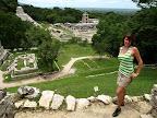 Paty vor den Ruienen von Palenque