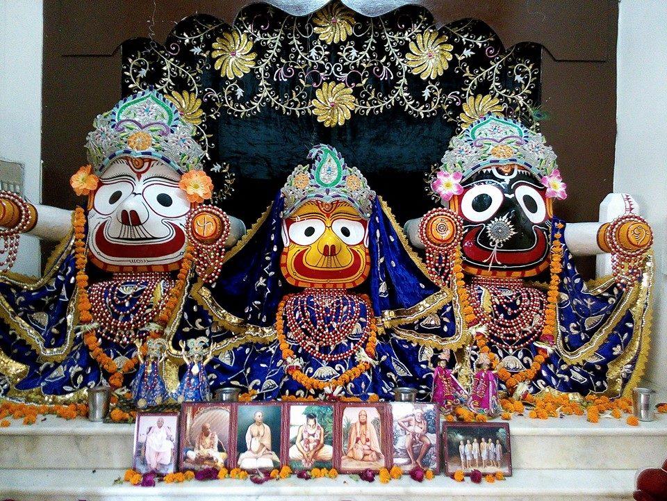ISKCON Rajkot Deity Darshan 11 May 2016 (5)