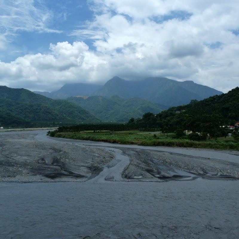 Puli  en passant , entre autres, par les villages de l ethnie Bunum de Loloko et Dili. J 10 - P1160923.JPG