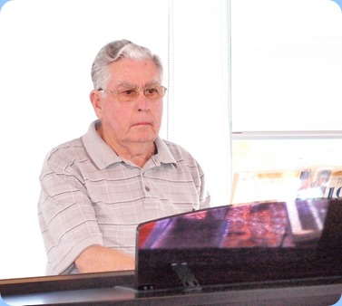 Arrival Music was kindly provided by Jim Nicholson on the Yamaha Clavinova CVP-509. Photo courtesy of Dennis Lyons.
