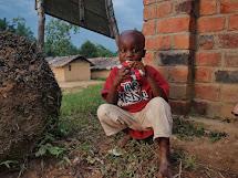 Dávkování mléka i plumpynutu se počítá hlavně podle váhy dítěte a stupně podvýživy. ČvT pomohl v loňském a letošním roce pěti tisícům lidí. Většinou šlo o děti do pěti let, ale Plumpynut dostávaly také podvyživené kojící matky a těhotné ženy. (Foto: Jan B