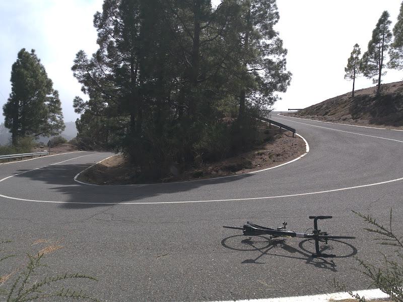 Serpentinele de pe urcarea spre Pico Des Nieves.