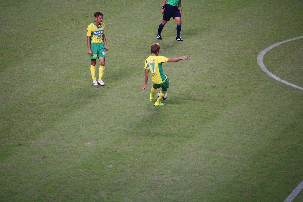 2015.10.10 VS福岡 中村太亮選手のフリーキックの写真
