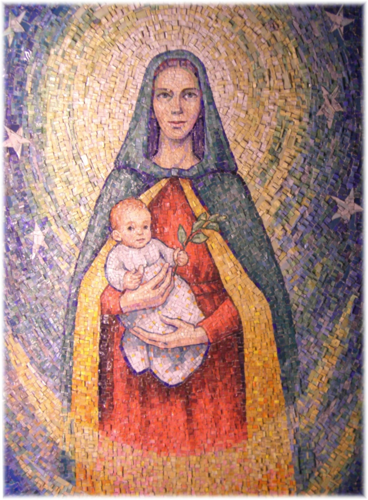 Madonna-con-Bambino-mosaico-di-Elena-Mazzari-1994-nella-chiesa-di-S.-Camillo-de-Lellis-di-Padova-particolare.JPG