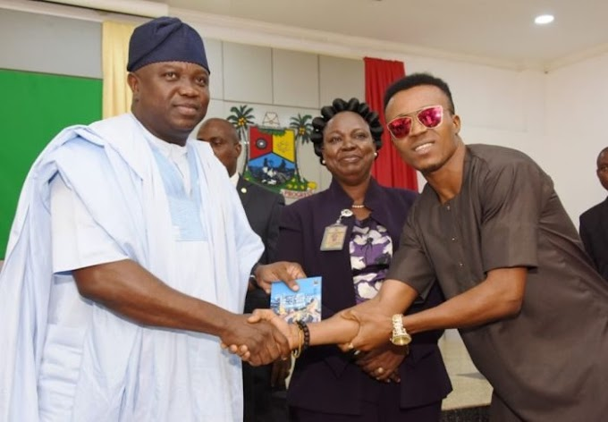 """Humblesmith Presents His New Song """"Beautiful Lagos """" To Governor Ambode"""