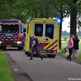 Man met scootmobiel in sloot op Kentersweg - Foto's Teunis Streunding