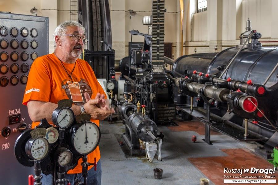 Zabytkowa 101-letnia maszyna parowa w Królowej Luizie