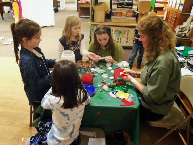 2014 - Holiday Craft Party - 101_3011.JPG