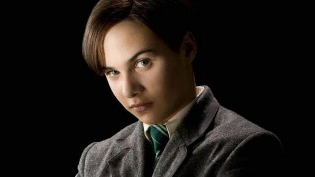 Há 83 anos Tom Riddle iniciava seus estudos em Hogwarts e era selecionado para a casa da Sonserina