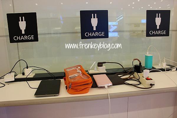 Electronic Charger Haneda Tokyo