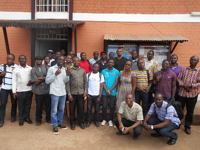 (c) cmNOG - Photo d'Ensemble au terme du cmNOGlab1, à l'extérieur; dans la cour du CNF de Yaoundé (AUF-BACGL)