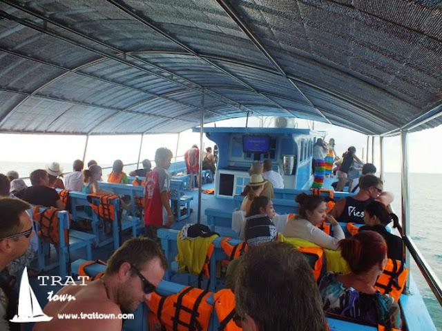 บรรยากาศการเดินไปดำน้ำกับเรือทัวร์ Boat trip ที่โฮมสเตย์ บีช ป้านา เกาะช้าง จังหวัดตราด