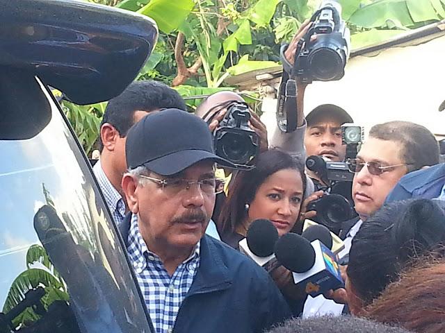 Danilo Medina instruye a construir de manera definitiva el puente de Habanero además de asistencia a todos los afectados.